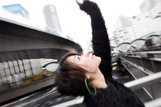 宇多田は日記で今後CMに出演することや、期間限定でTwitterアカウントの開設を考えていることなどを発表。