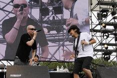 8月8日に東京・夢の島公園陸上競技場で開催された野外フェス「WORLD HAPPINESS 2010」でも、圧巻のパフォーマンスで会場を盛り上げたRHYMESTER。