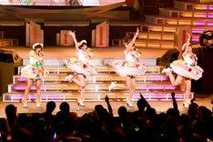 「第52回 輝く!日本レコード大賞」で最優秀新人賞に輝いたスマイレージは新曲「ショートカット」を披露。