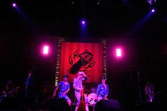 「職務質問」を披露するグループ魂。破壊(写真中央)のキレのあるダンスに観客は大きな拍手と爆笑を送った。(Photo by 緒車寿一)