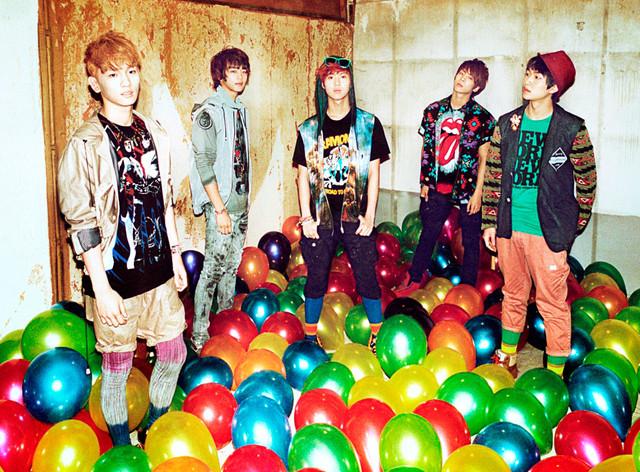SHINee(左からKEY、MINHO、TAEMIN、JONGHYUN、ONEW)