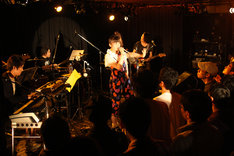 南波志帆はアンコールの「Bless You, Girls!」まで合計12曲を披露した。