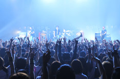 写真は5月5日の「J 14th ANNIVERSARY SPECIAL LIVE Set FIRE Get HIGHER -FIRE HIGHER 2011-」公演の様子。