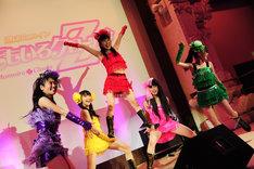 新曲「Z伝説~終わりなき革命」間奏に取り入れられた組体操(写真は本日5月17日に行われたスターチャイルドレーベルのコンベンションイベント「Spark!」より)。