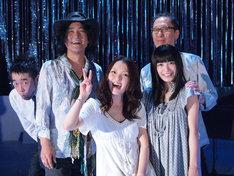 写真左から槇原敬之、高橋研、加藤いづみ、miwa、武部聡志。