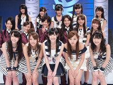 AKB48は、DiVAの4人を含めた写真の16人で出演する。