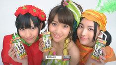 写真左から渡辺麻友(赤ピーマン)、大島優子(ほうれん草)、松井珠理奈(にんじん/SKE48)。