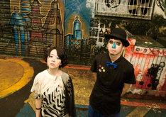 H ZETT M(写真右)はシングル「プールサイド」の3曲に加え、アルバムのラストを締めくくる「お天気雨」のプロデュースも担当。
