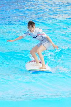 1メートルの波を見事に乗りこなした大島優子。