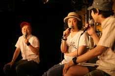 西寺郷太(写真左)とDJやついいちろう(中央)は脱線しつつもディープな音楽談義に華を咲かせた。