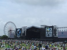 例年どおり雨も降らず無事終了した「ROCK IN JAPAN FESTIVAL 2011」。写真は2日目の8月6日のGRASS STAGEの様子。