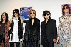 幕張公演のライブ直前に記者会見に臨むX JAPANのメンバーたち(courtesy of SUMMER SONIC 2011)。