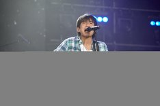 「Mr.Children STADIUM TOUR 2011 SENSE -in the field-」宮城公演で熱唱する桜井和寿。