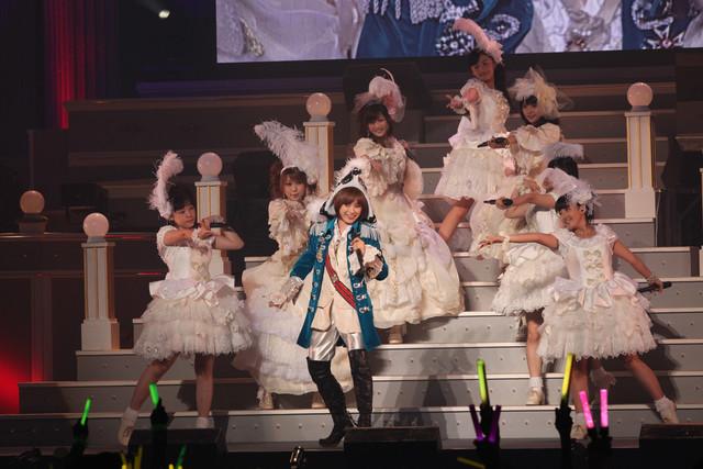 コンサートのオープニング曲「Mr.Moonlight ~愛のビッグバンド~」では、華麗なダンスを披露。
