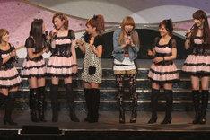 写真左から矢口真里、石川梨華、吉澤ひとみ、辻希美、後藤真希、安倍なつみ、飯田圭織。