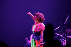 "「YUKI tour ""MEGAPHONIC"" 2011」は約3カ月かけて全国9都市17公演を行う、ソロとして初のアリーナツアーだ(写真は初日公演の様子)。"