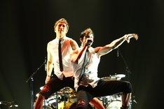 YELLOW FRIED CHICKENzはGACKTの名曲「Vanilla」も熱演し、オーディエンスを興奮させる一幕も。 (C) V-ROCK FESTIVAL '11