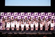 Zepp Tokyoに集まった1200人のファンに、「遠慮も同情もいりません。乃木坂46は皆さんの声援で成長していくグループです。イベントが終わったら握手をしにきてください」と挨拶した乃木坂46。