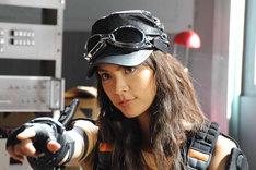 アンナ役を演じる秋元才加。 (C)2011「ウルトラマンサーガ」製作委員会