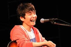 「僕はモノマネできないんで、ただ好きな歌を歌うだけ」と、自由なスタンスでカバーを楽しんだ星野源。