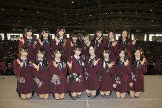 12月18日に行われた7thシングル「オキドキ」全国握手会イベントのフォトセッションより、「片想いFinally」選抜メンバー。 (C)AKS