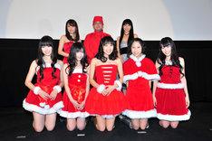 写真は本日行われた先行上映会の様子。写真後列は左から小松未可子(加藤茉莉香役)、佐藤竜雄監督、小見川千明(遠藤マミ役)。