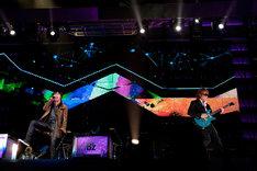 12月22日に行われた「B'z LIVE-GYM 2011 -C'mon-」東京ドーム公演の様子。