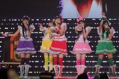 「紅白出場」を目標に掲げる彼女たち。今年は残念な結果となったが、リーダー百田夏菜子(写真中央)はステージ上で「その夢は来年は必ず果たします!」と宣言した。