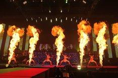 「Chai Maxx」ではステージ上に火柱が上がった。