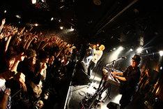 写真は12月23日から25日にかけて下北沢GARDENで行われた年末恒例イベント「EN-MUSUBI」でのPE'Z。