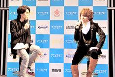 吉田アナウンサー(写真左)とアニヲタトークを展開する西川(写真右)。