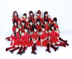 「ラムネの飲み方」公演のオープニング衣装を着用したSKE48チームKII。 (C)AKS / AVEX ENTERTAINMENT