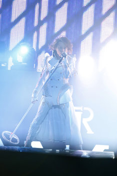 T.M.Revolution「T.M.R. LIVE REVOLUTION '12 -15th Anniversary FINAL-」の模様。