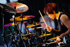 12日公演でのyukihiro(Dr)。