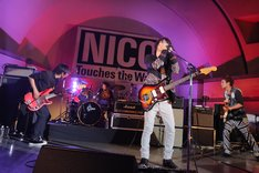 「NICO Touches the Walls FREE LIVE in 代々木公園」の様子。