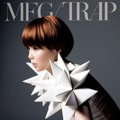 森高千里のカバー「私がオバさんになっても」はシングル「TRAP」通常盤(写真)にのみ収録。