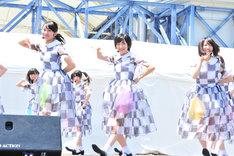 桜井玲香、生駒里奈、中田花奈(写真左から)