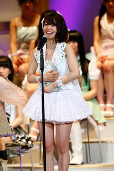 1位を獲得した喜びを笑顔で語る大島優子。なお、イベントの詳細レポートは後程ナタリーにて掲載予定。