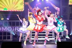 """タイトルどおりの""""バカ騒ぎ""""で夏をスタートさせたももいろクローバーZ。(photo by hajime kamiiisaka)"""