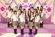 それぞれ新フォーメーションの立ち位置に立った乃木坂46の3rdシングル選抜メンバー。