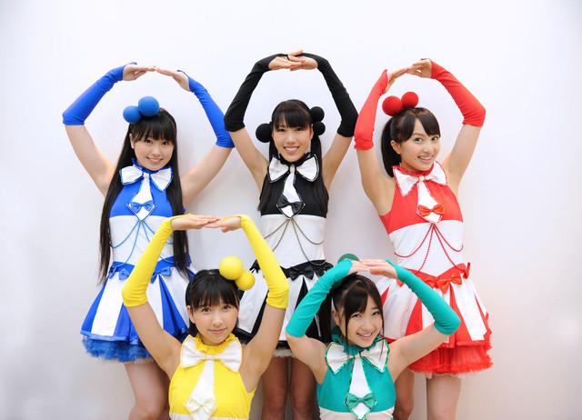 番組終了後、「がんばれニッポン!バージョン」の衣装を着用してポーズを決めるももいろクローバー爽