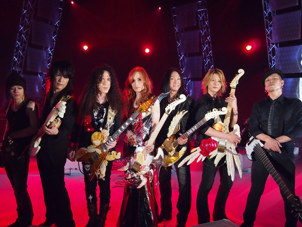 Takamiyはマーティ・フリードマン、ルーク篁(CANTA)、ANCHANG(SEX MACHINEGUNS)、KOJI(ALvino、La'cryma Christi)らとともに「ULTRA STEEL」を演奏。