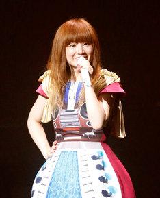 """7月4日に神奈川県民ホールで行われた「YUKI TOUR """"BEATS OF TEN""""」でのYUKI。"""