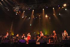 アンコールでのスカパラとEGO-WRAPPIN'のコラボレーションの様子(Photo by 野田雅之)。