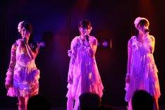 7月10日にAKB48劇場で開催された「AKB48 チームA 6th『目撃者』」公演の模様。 (C)AKS