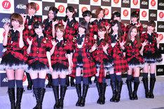 「ぱちんこAKB48」先行展示会でのフォトセッションの模様。