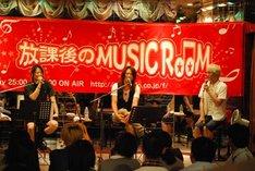 南三陸町でイベントに出演したTERU、TAKURO、やまだひさし(写真左から)。