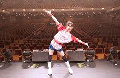 百田夏菜子、終演後の客席をバックに記念撮影。