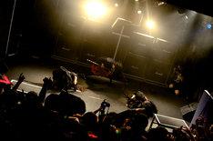 新曲「ヘドバンギャー!!」を披露するBABYMETAL。(Photo : Taku Fujii)