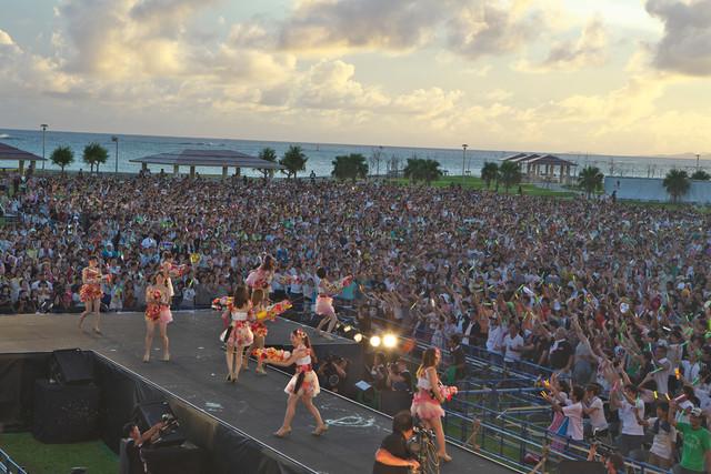 「AKB48全国ツアー2012『野中美郷、動く。~47都道府県で会いましょう~』」沖縄公演の様子。 (C)AKS